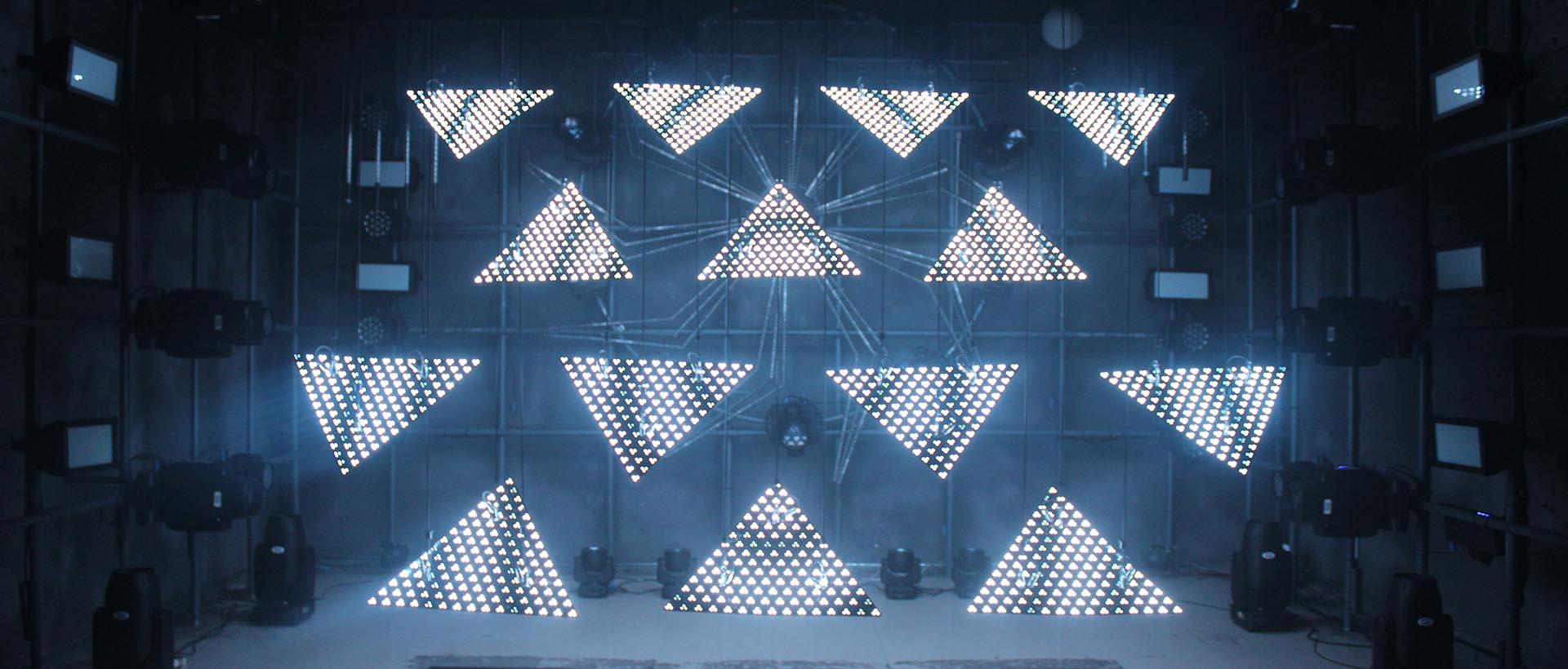 2020 FYL New Arrival—Kinetic Panel Triangle