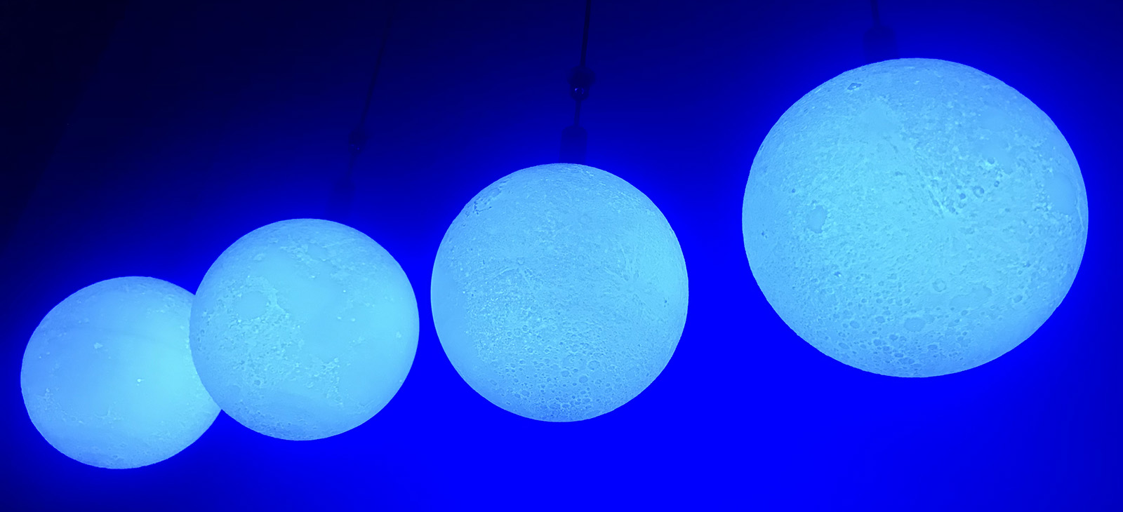 Kinetic LED Moon (1)