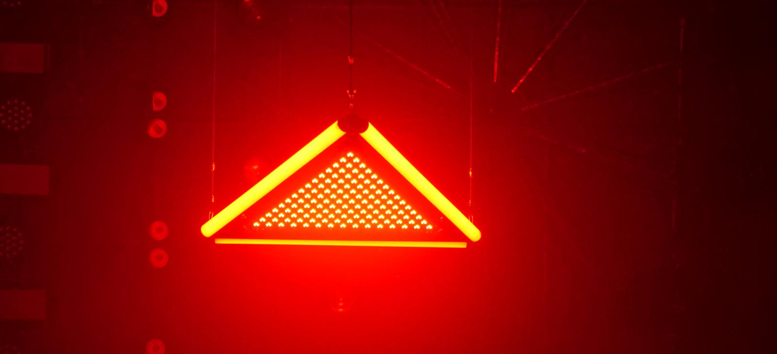 Kinetic LED Triangle Light    (3)