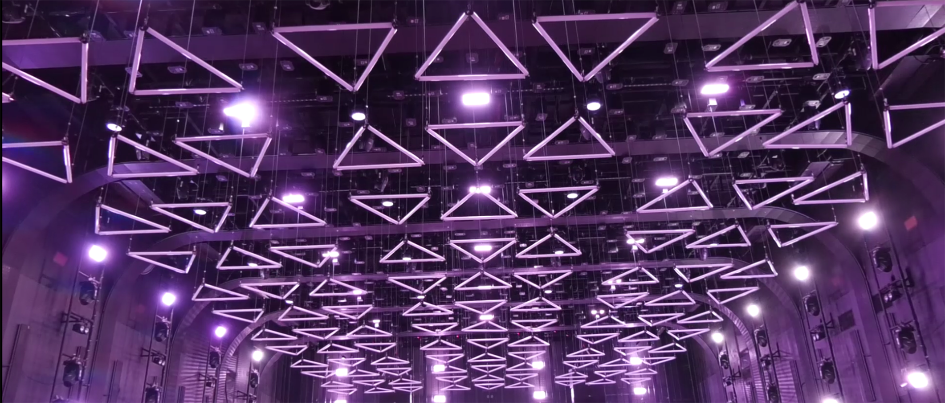 OG Club with whole club project solution for stage lights and kinetic lighting system